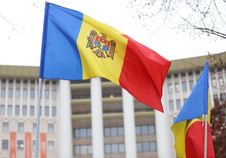Moldovenii sunt chemați la urne ca să curețe Parlamentul țării de corupți și penali