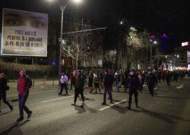 Jandarmii au dat amenzi după ce sute de oameni au protestat față de restricții, fără să respecte regulile