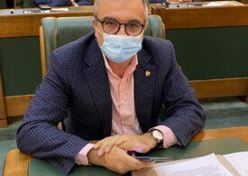 Scandal în Senat pe votul pe tabletă și telefon. PSD cere prezență fizică, pe motiv că toţi sunt vaccinaţi, aleșii USR-PLUS spun că încă n-au prins loc la imunizare