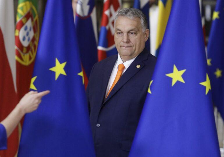 Viktor Orban ia peste picior Uniunea Europeană, pentru că poate, iar UE cade în plasă