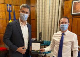 Surse SPOT: PNL nu face şedinţă extraordinară în coaliţie pentru necazul Voiculescu. Dan Barna ar fi vrut să fie interimar la Sănătate