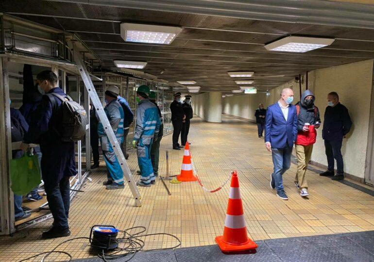 A început evacuarea magazinelor de la metrou, la stația Ştefan cel Mare (Galerie foto)
