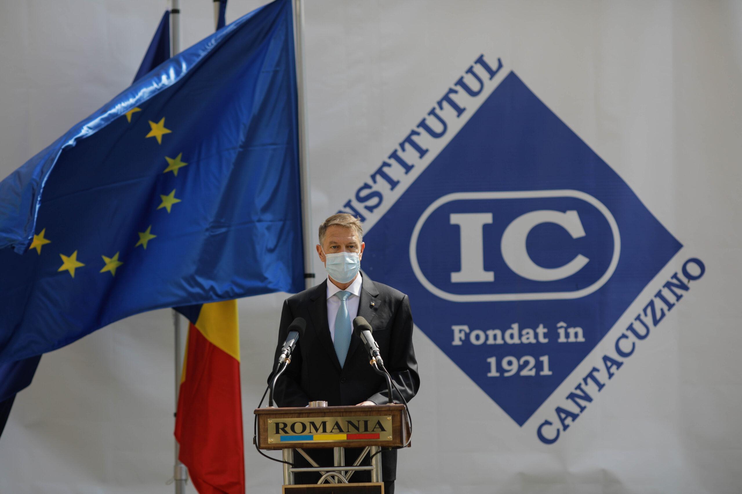 Iohannis: Virusul nu dispare prin violență și manifestări extremiste, ci prin imunziarea cât mai multor oameni. Îi îndemn pe români să meargă în număr cât mai mare la vaccinare