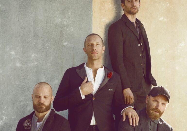Formaţiile Coldplay, Arctic Monkeys și The Who scot la licitaţie viniluri rare pentru a susţine industria muzicală