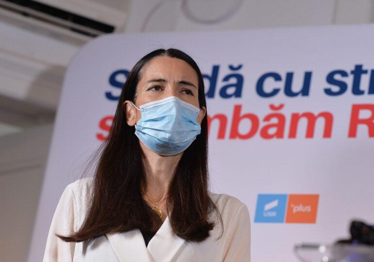 PSD şi PNL au respins bugetul propus de Clotilde Armand. Liberalii au venit în tricouri cu #rezist și au anunțat din timp că nu dau girul proiectului