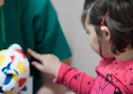 HOSPICE va avea prima echipă din București care are grijă de copiii cu o boală incurabilă, la ei acasă