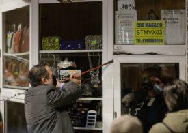 Directorul Metrorex a pus el însuşi mâna pe rangă, la demolarea buticurilor de la metrou