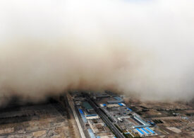 """O imensă furtună de nisip a """"înghițit"""" un oraș din China (Foto)"""