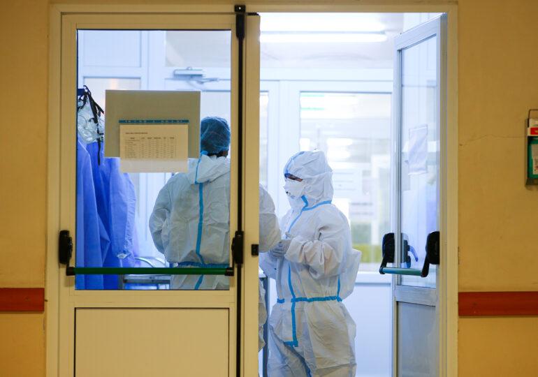 Bilanț Covid: Cazurile zilnice se mențin sub pragul de 1.000, iar numărul deceselor și pacienților la ATI scade