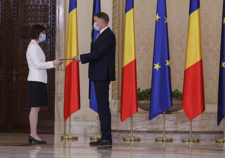 Ioana Mihăilă a depus jurământul. Iohannis: Să o sprijiniți pe noua colegă