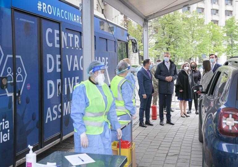 Iohannis, la centrul drive-thru din Capitală: Este un succes. Se vor organiza noi și noi evenimente de vaccinare
