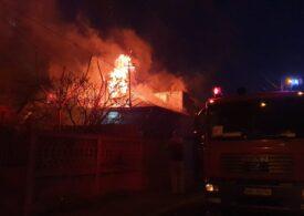 Patru case şi anexe au luat foc, în Bucureşti (Galerie foto&Video)