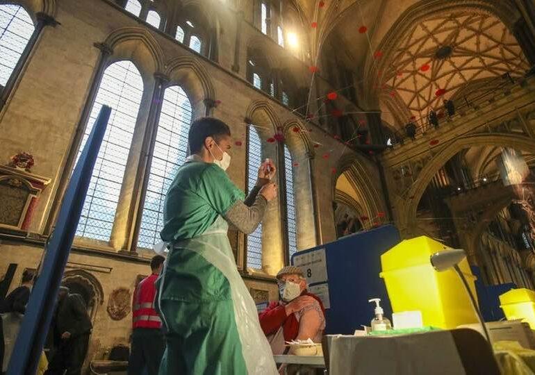Interesul pentru vaccinare al românilor scade, iar asta ne va afecta pe toți: S-ar putea implica mai mult Biserica?
