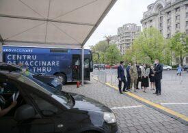 O persoană a fost vaccinată pe  minut, la centrul drive-through din Piața Constituției