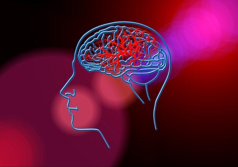 Riscul de cheaguri la creier e de 8 ori mai mare dacă faci Covid decât dacă te vaccinezi cu AstraZeneca (studiu Oxford)