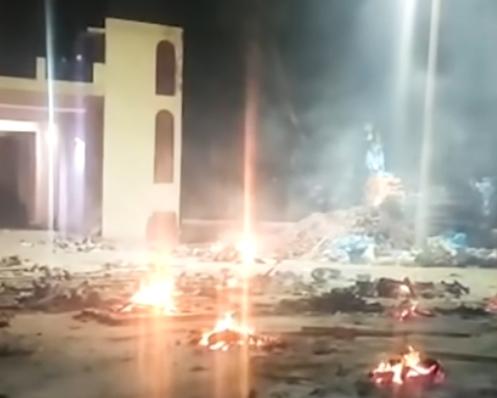 Situația în India din cauza COVID e dramatică: Crematoriile funcționează continuu și tot nu fac față. Au ajuns să ardă cadavre în parcări (Video)