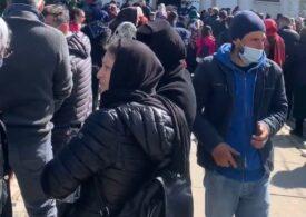 Deși comuna este în carantină, sute de oameni au venit din toată țara în pelerinaj la Mânăstirea Cernica. Jandarmii i-au întors din drum