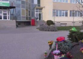 Gest frumos făcut de arădeni: Au dus buchete de flori medicilor de la Spitalul Judeţean unde sunt trataţi pacienţi cu Covid (Video)