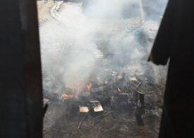 S-au aprins focurile din Sintești, care afumă Bucureștiul în weekend! Garda de Mediu umblă din poartă în poartă și dă amenzi