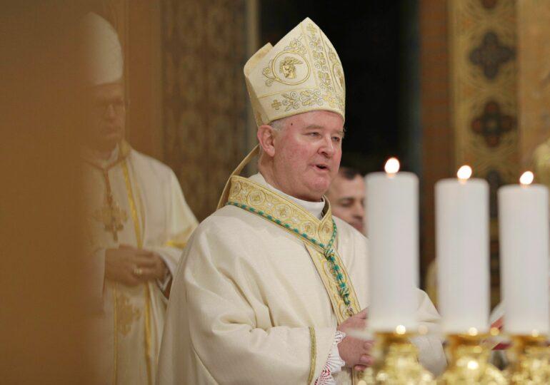 Arhiepiscopul romano-catolic de Bucureşti spune că la înmormântarea celor cu Covid pot participa până la 300 de oameni