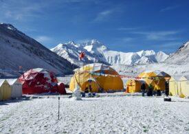 COVID-19 ajunge pe Everest. Sezonul de alpinism e compromis