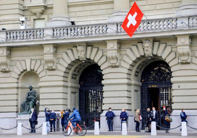 Cum încearcă Elveția să-și relanseze campania de vaccinare, care s-a oprit la 60%