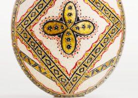 O expoziţie unicat de icoane pictate pe ouă de struţ va fi deschisă la MȚR