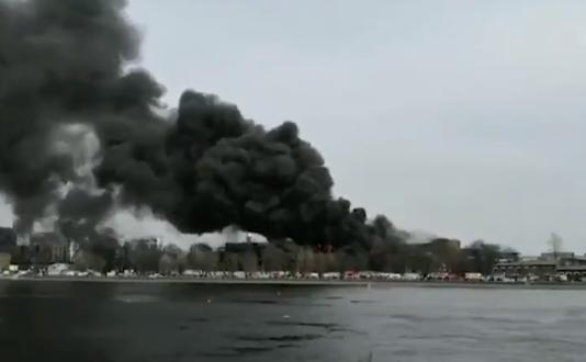 Incendiu masiv la o fabrică istorică din Rusia. Printre victime se numără și pompieri (Video)