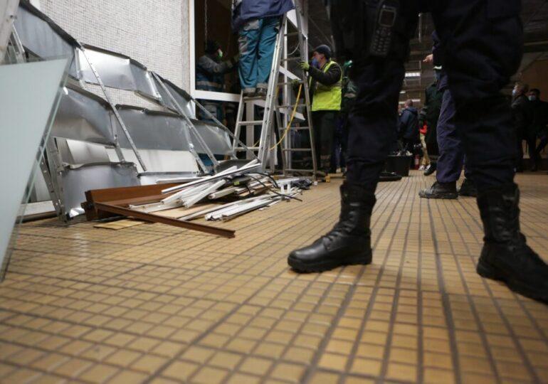 Evacuarea magazinelor de la metrou a continuat cu staţia Pipera. Operaţiunea se reia la noapte