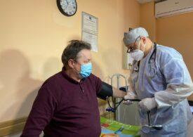 """Românii au tot mai puţină încredere în sistemul medical şi mass-media. Doar un sfert s-ar vaccina """"cât de curând"""" (Eurobarometru)"""