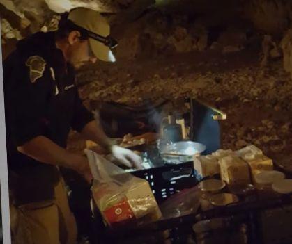 Experiment extrem: 15 oameni au stat 40 de zile izolaţi într-o peşteră (Video)