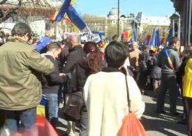 Noi proteste anti-restricții în București. Sunt și oameni veniți cu autocarele din alte orașe