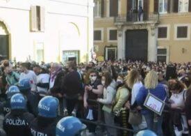 Violențe la Roma după ce mii de oameni au ieșit în stradă împotriva restricțiilor anti-COVID (Video)