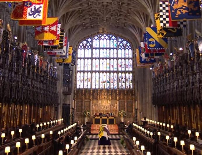 Prințul Philip a fost înmormântat, după o ceremonie emoționantă. Întreaga țară s-a oprit în loc pentru a-i aduce un ultim omagiu (Foto & Video)