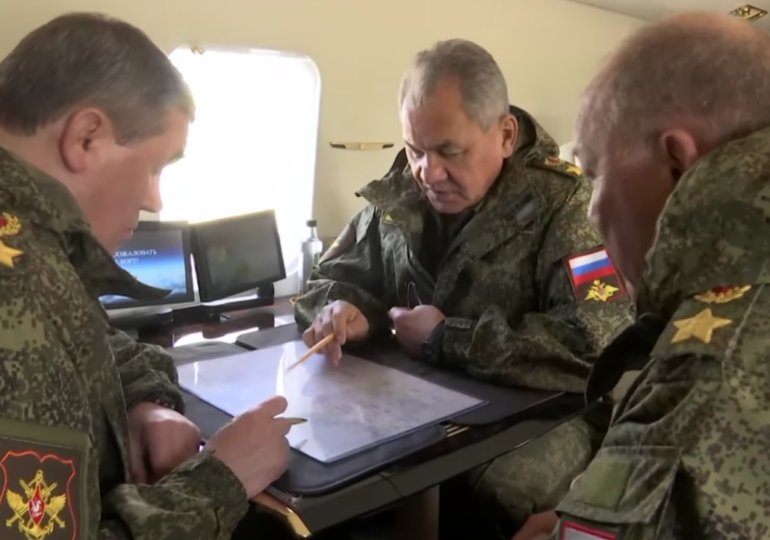 Rusia continuă manevrele de forţă cu exerciţii militare în Crimeea şi Marea Neagră. Ministrul Apărării a venit să le supravegheze personal