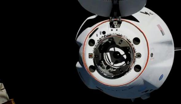 Astronauții capsulei SpaceX au ajuns cu succes pe Stația Spațială. Imagini inedite (Video)