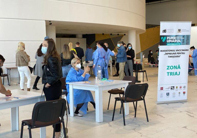 Maratonul vaccinării de la Timișoara este un succes: Peste 2.300 de oameni s-au imunizat până acum (Galerie foto)