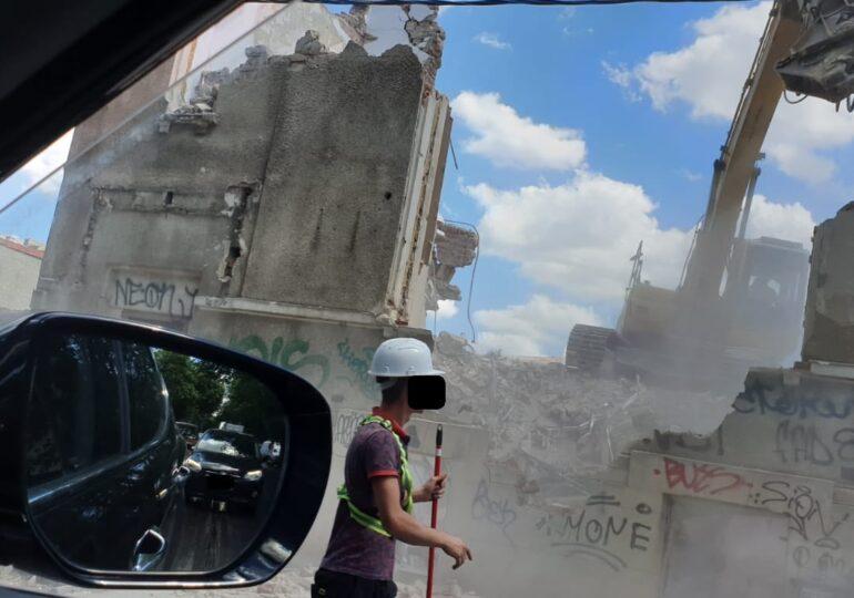Amendă de 5.000 de lei, pentru praful produs în urma demolării unei clădiri din Capitală (Foto)
