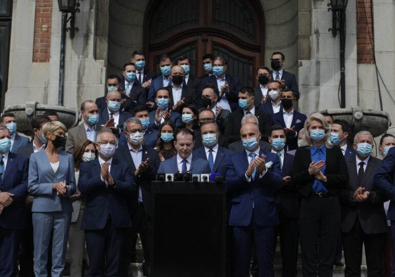 Cine sunt cei 40 de liberali care l-au flancat pe Florin Cîţu când și-a anunțat candidatura la șefia PNL