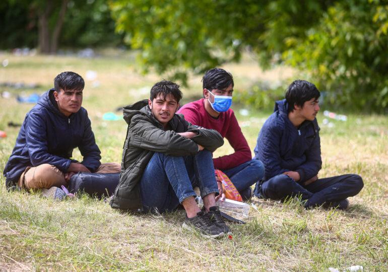 """Tot mai mulţi migranţi încearcă să ajungă în Europa Occidentală prin România, pe """"ruta săracului"""""""