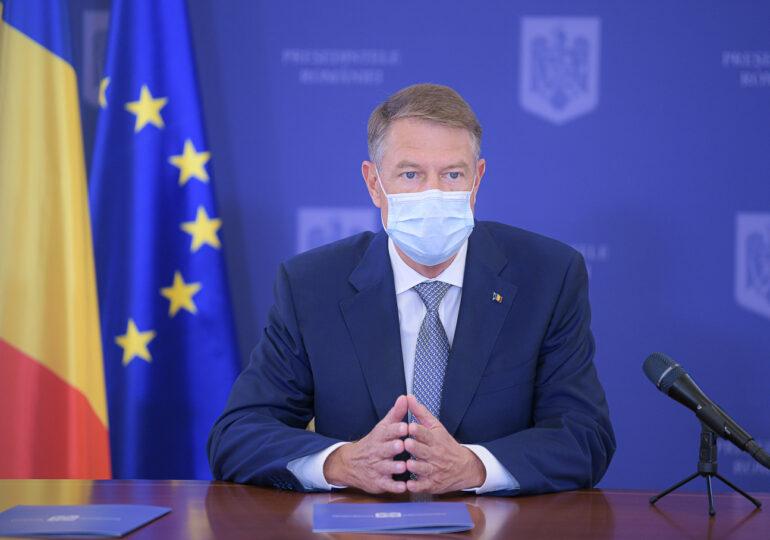 Nu mai purtăm mască în spații deschise, din 15 mai, cu câteva excepții. Se elimină și restricțiile de noapte (Video)