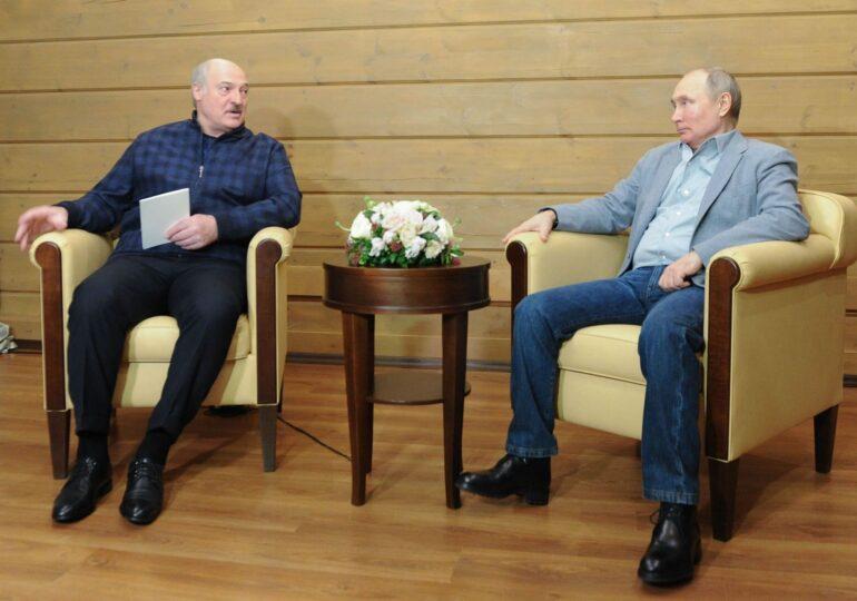 De ce Putin şi Lukașenko, doi lideri autoritari, nepopulari și imprevizibili, sunt obligați să defileze împreună