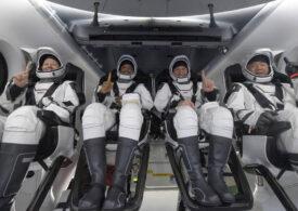 Nava SpaceX cu patru astronauţi la bord a revenit pe Pământ (Video)