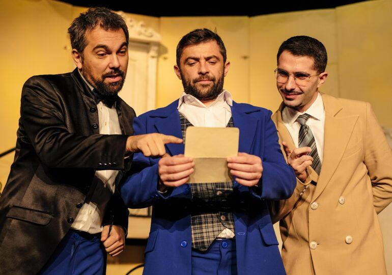 """""""Puricele în ureche"""", o comedie savuroasă a Teatrului Elisabeta, se joacă la Iași"""