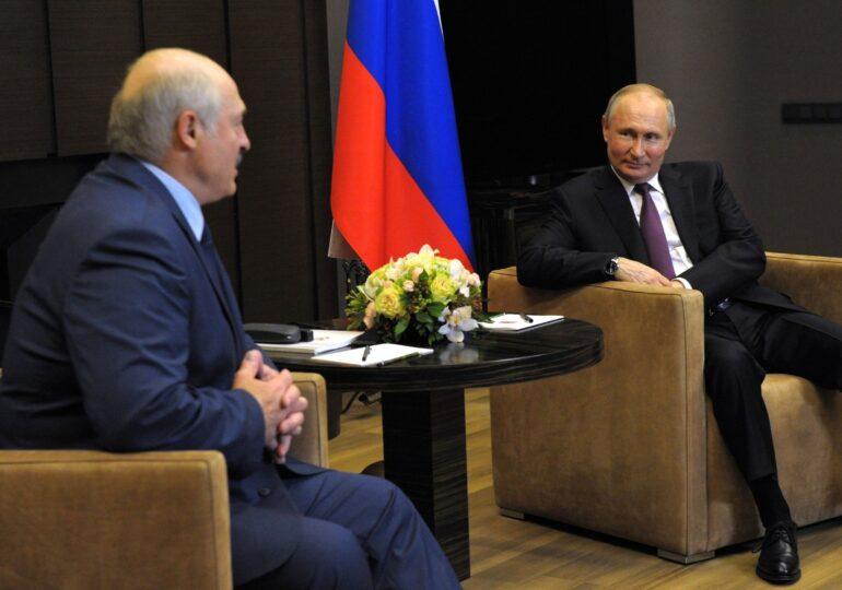 Putin şi Lukaşenko s-au întâlnit și azi. S-au plimbat cu vaporul și au vorbit despre avionul deturnat la Minsk