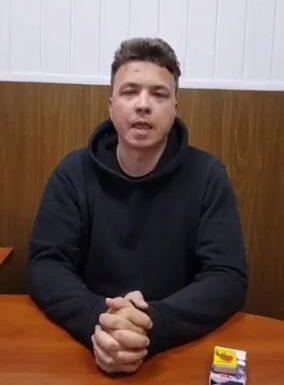 Jurnalistul Protasevici apare într-un video în care spune că este tratat bine. Are vânătăi pe față (Video)