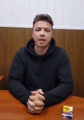 Televiziunea din Belarus a difuzat o nouă înregistrare cu Roman Protasevici, în care îşi recunoşte vina şi spune că vrea să-şi îndrepte greşelile (Video)