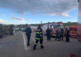 Iași: Accident între un microbuz și un autocamion. A fost activat Planul Roșu de Intervenție (Video)
