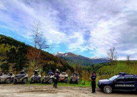 Șapte cetățeni străini au fost prinşi cu ATV-urile pe Muntele Mic și amendați cu 14.000 de lei