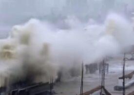 Răvășită deja de COVID, India e lovită și de cel mai puternic ciclon din istorie (Video)
